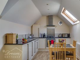 Bayview Apartment - Dorset - 993983 - thumbnail photo 4