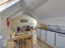Bayview Apartment - Dorset - 993983 - thumbnail photo 5