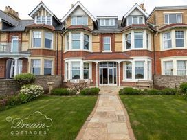 Beach View Apartment 2 - Dorset - 993988 - thumbnail photo 3