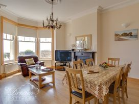 Beach View Apartment 2 - Dorset - 993988 - thumbnail photo 4