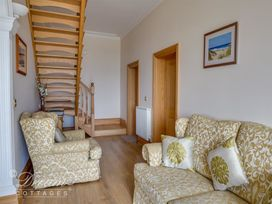 Beach View Apartment 2 - Dorset - 993988 - thumbnail photo 9