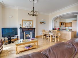 Beach View Apartment 2 - Dorset - 993988 - thumbnail photo 10