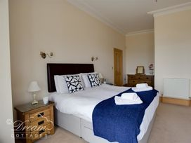 Beach View Apartment 2 - Dorset - 993988 - thumbnail photo 13