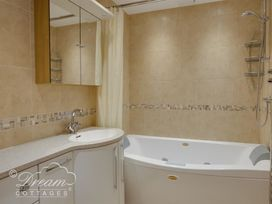 Beach View Apartment 2 - Dorset - 993988 - thumbnail photo 14