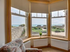 Beach View Apartment 2 - Dorset - 993988 - thumbnail photo 16