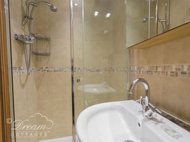 Beach View Apartment 2 - Dorset - 993988 - thumbnail photo 18