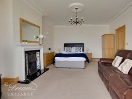 Beach View Apartment 2 - Dorset - 993988 - thumbnail photo 19