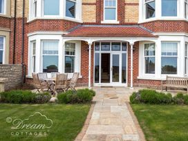 Beach View Apartment 2 - Dorset - 993988 - thumbnail photo 29