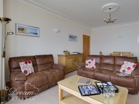 Beach View Apartment 3 - Dorset - 993989 - thumbnail photo 3