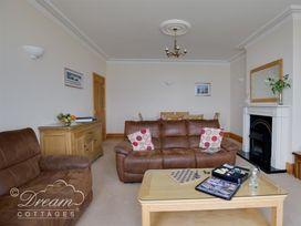 Beach View Apartment 3 - Dorset - 993989 - thumbnail photo 5