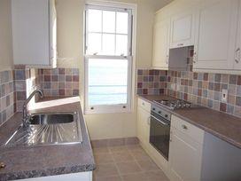 Beach View Apartment 3 - Dorset - 993989 - thumbnail photo 13
