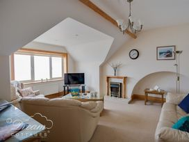 Beach View Apartment 4 - Dorset - 993990 - thumbnail photo 3