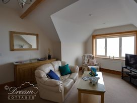 Beach View Apartment 4 - Dorset - 993990 - thumbnail photo 4