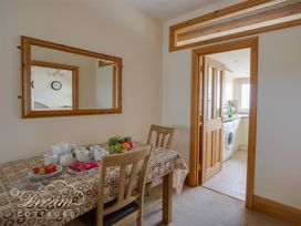 Beach View Apartment 4 - Dorset - 993990 - thumbnail photo 6