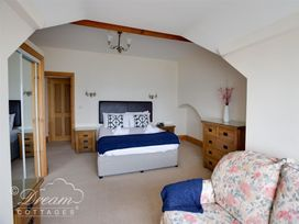 Beach View Apartment 4 - Dorset - 993990 - thumbnail photo 7