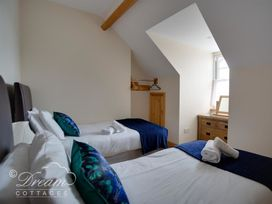 Beach View Apartment 4 - Dorset - 993990 - thumbnail photo 11