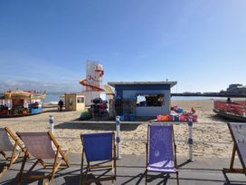 Beach View Apartment 4 - Dorset - 993990 - thumbnail photo 15