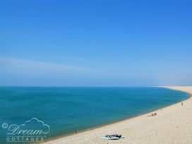 Beach View Apartment 4 - Dorset - 993990 - thumbnail photo 16