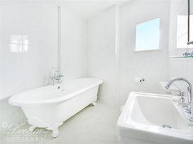 The Beach House - Dorset - 993993 - thumbnail photo 16