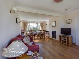 Hillview Bungalow - Dorset - 994260 - thumbnail photo 4