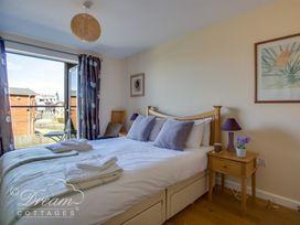 Harbour View Apartment - Dorset - 994286 - thumbnail photo 9