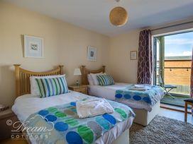 Harbour View Apartment - Dorset - 994286 - thumbnail photo 11