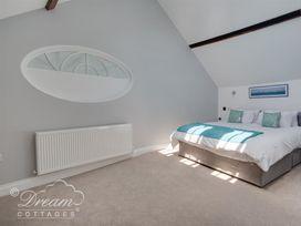 Old Coastguard Apartment 3 - Dorset - 994465 - thumbnail photo 4