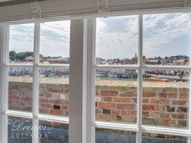 Old Coastguard Apartment 3 - Dorset - 994465 - thumbnail photo 6