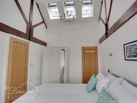 Old Coastguard Apartment 3 - Dorset - 994465 - thumbnail photo 16