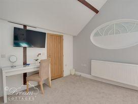 Old Coastguard Apartment 3 - Dorset - 994465 - thumbnail photo 23