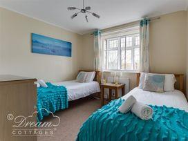Redcliff View Lodge - Dorset - 994586 - thumbnail photo 15