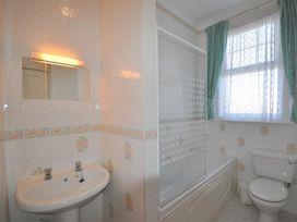 Weymouth Bay Apartment B - Dorset - 994772 - thumbnail photo 12