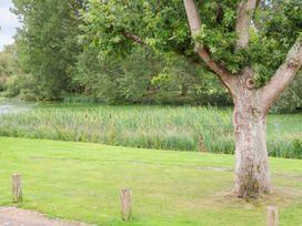 32 Lake View - Norfolk - 996426 - thumbnail photo 25
