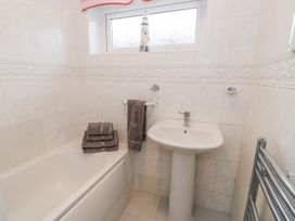 Cororion Cottage - Anglesey - 996683 - thumbnail photo 19