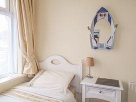 32 Cranleigh Close - Dorset - 997076 - thumbnail photo 9