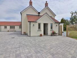 4 bedroom Cottage for rent in Lympsham