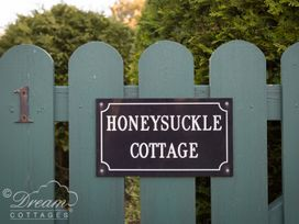 Honeysuckle Cottage - Dorset - 998254 - thumbnail photo 18