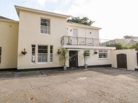8 bedroom Cottage for rent in Torquay