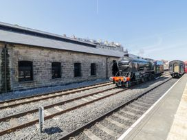 Sir Nigel Gresley @ Engine Shed - Whitby & North Yorkshire - 998757 - thumbnail photo 2