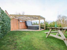 Cherry Lodge - Somerset & Wiltshire - 998974 - thumbnail photo 17