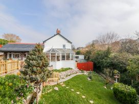 4 bedroom Cottage for rent in Torquay