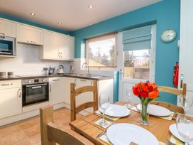 17 Fewster Way - Whitby & North Yorkshire - 999118 - thumbnail photo 4