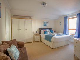 Harbourside Penthouse - Dorset - 999829 - thumbnail photo 10