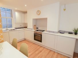 West Cliff Apartment - Whitby & North Yorkshire - 999913 - thumbnail photo 6