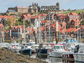 West Cliff Apartment - Whitby & North Yorkshire - 999913 - thumbnail photo 16