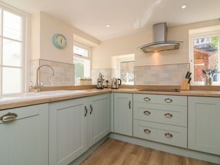 3 Lowerbourne Terrace - 1039481 - photo 11