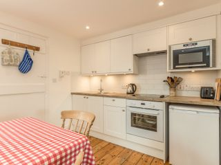 3B Coastguard Cottages - 27680 - photo 9