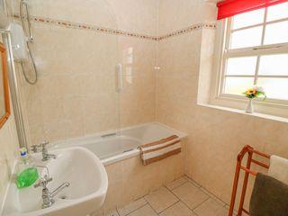 No. 7 Lough Derg Thatched Cottages - 915742 - photo 13