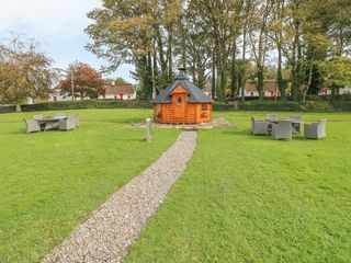 No. 7 Lough Derg Thatched Cottages - 915742 - photo 15