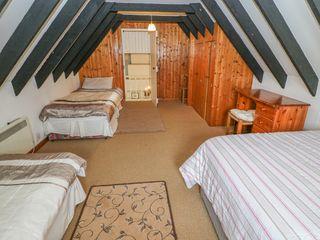No. 9 Lough Derg Thatched Cottages - 916653 - photo 12